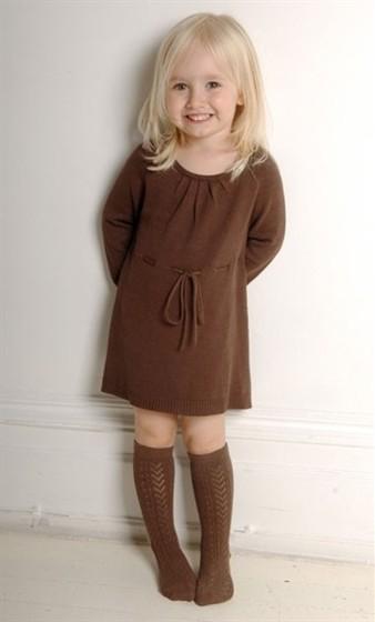 описание фотографии детские вязаные платья фото.