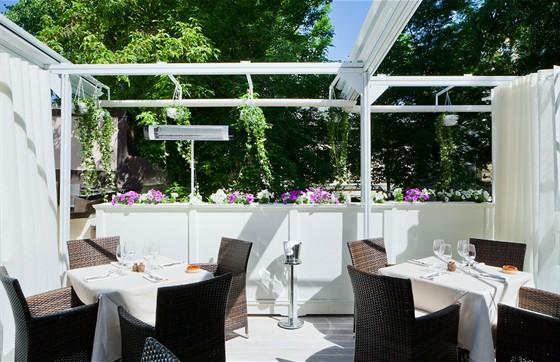 """Заказ столика: +7 (495) 788 06...  Ресторан  """"Ноев Ковчег """" открывает для Вас Летнюю Веранду 27 апреля..."""